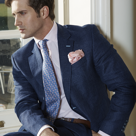 A Guide to First-Date Dress Code and Etiquette For The Modern Man